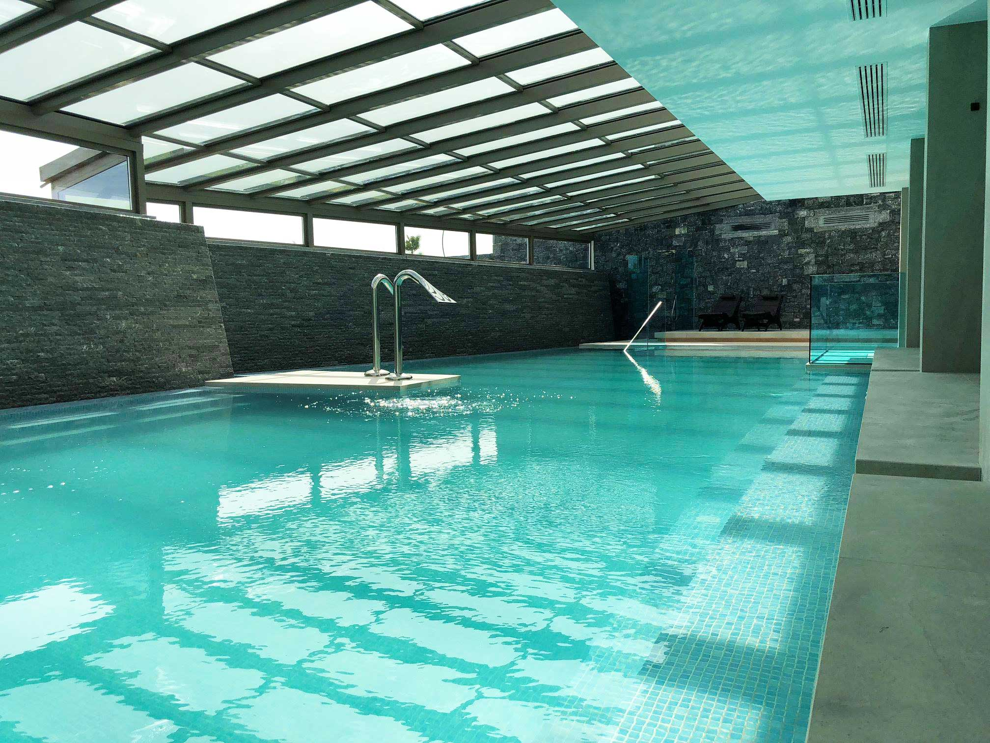 glass-roof-pool